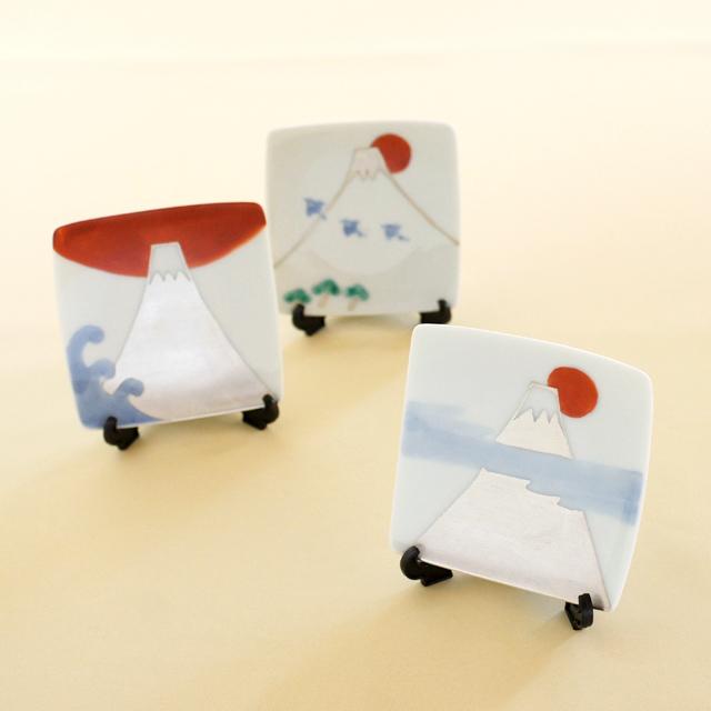 【和食器通販 金照堂】陶房青 色絵富士角小皿(3柄)